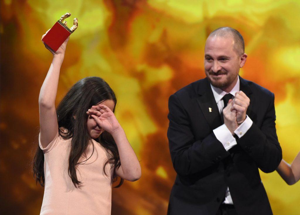 اشک های خواهرزاده جعفر پناهی در جشنواره برلین 2015، او این جایزه را به نیابت از پناهی دریافت کرد