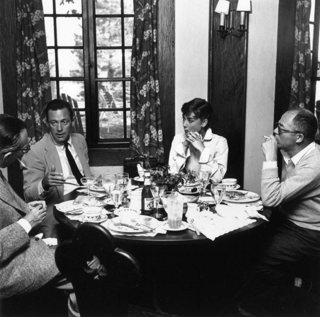 ویلیام هولدن، ادری هیپبرن و بیلی وایلدر در دورخوانی فیلمنامه