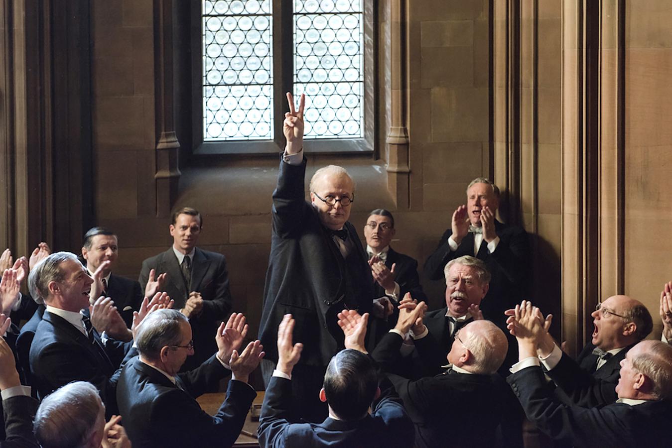 آنونس فیلم Darkest Hour: گری اولدمن در نقش وینستون چرچیل
