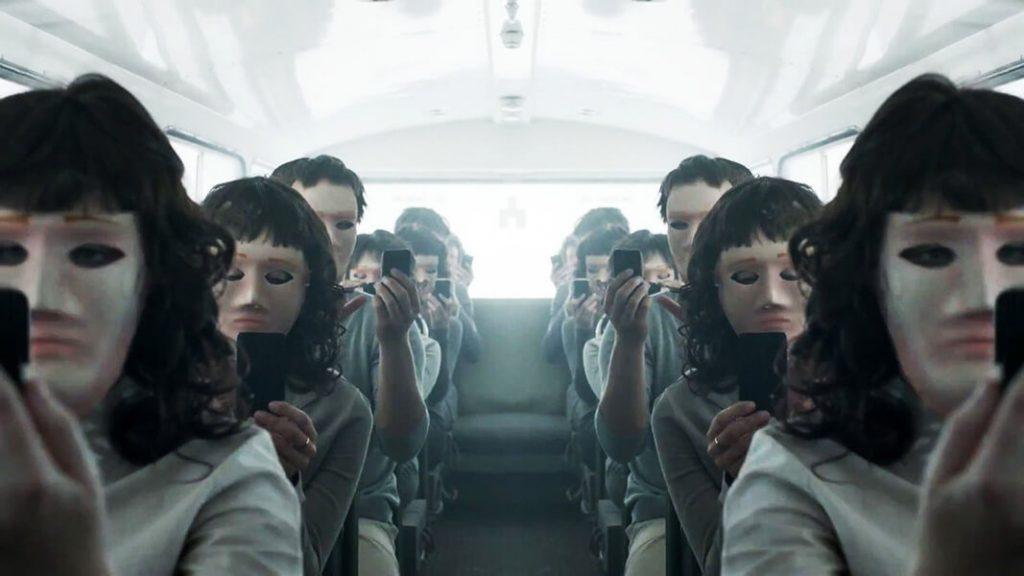 آینهی سیاه سریال ترسناک
