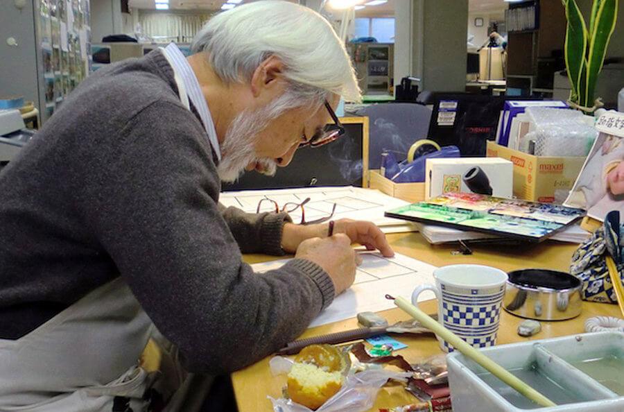 میازاکی در حال کار در استودیو اش