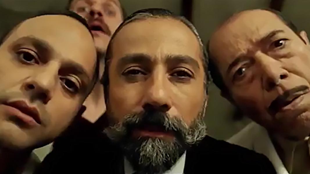 بررسی فیلم «مسخرهباز»: بیایید دورهم جمع شویم و با بلاهت خودمان عشق و حال کنیم!