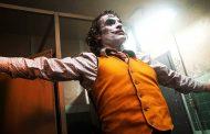 ۱۹ تا از عجیبترین کارهایی که جوکر در فیلم Joker انجام میدهد