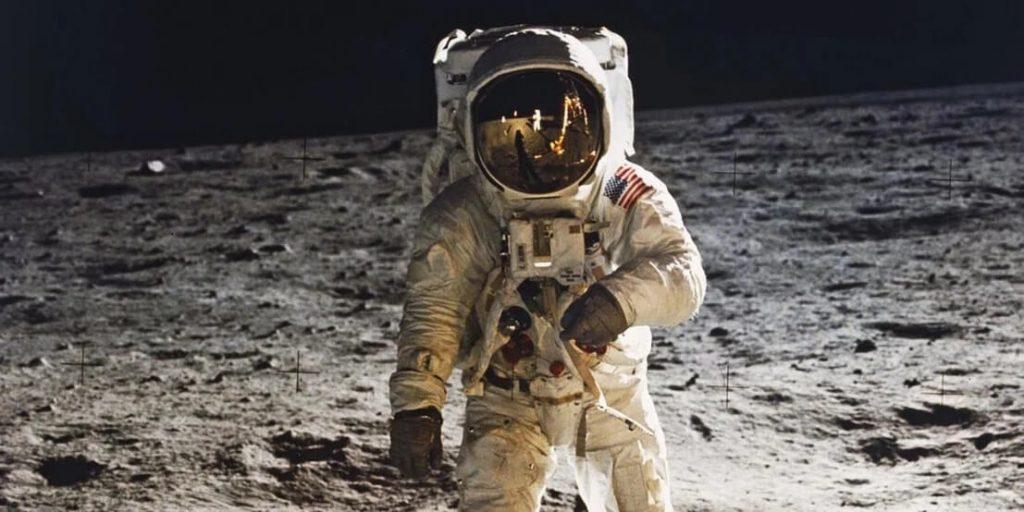 فرود بر ماه