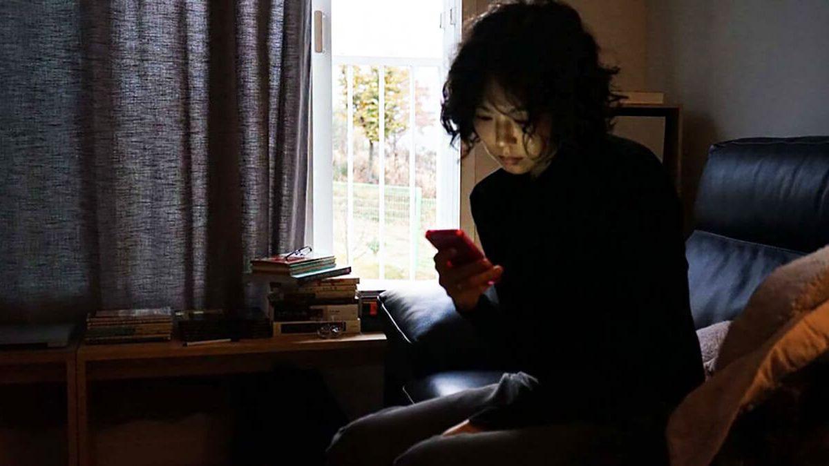 نقد فیلم زنی که فرار کرد The Woman Who Ran – جدیدترین اثر کارگردان کرهای هونگ سانگ سو