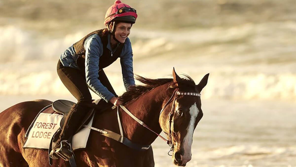 نقد فیلم Ride Like a Girl – روایتی واقعی از دختری سوارکار