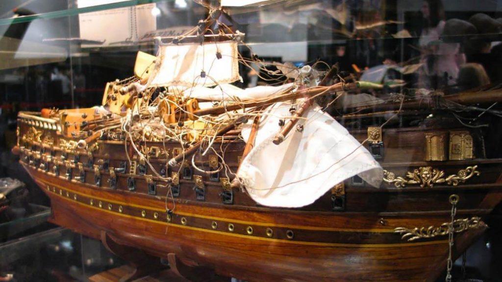 بتلاستار گالاکتیکا کشتی مدل ۲۰۰ هزار دلاری