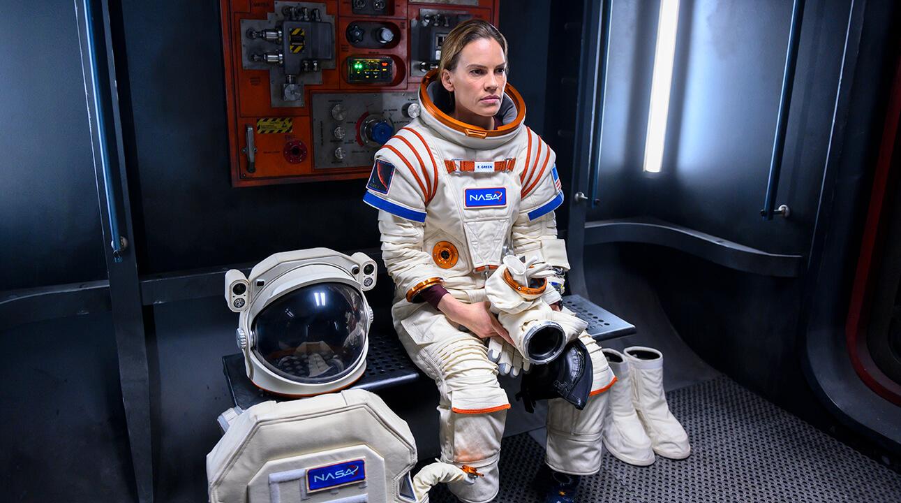 نقد فصل اول دور افتاده Away – هیلاری سوانک اولین ماموریت به مریخ را رهبری میکند