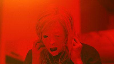 نقد و بررسی فیلم متصرف Possessor – جدیدترین اثر کارگردان برندون کراننبرگ