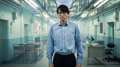 نقد سریال دس Des – دیوید تننت نقش یک قاتل زنجیرهای واقعی را بازی میکند