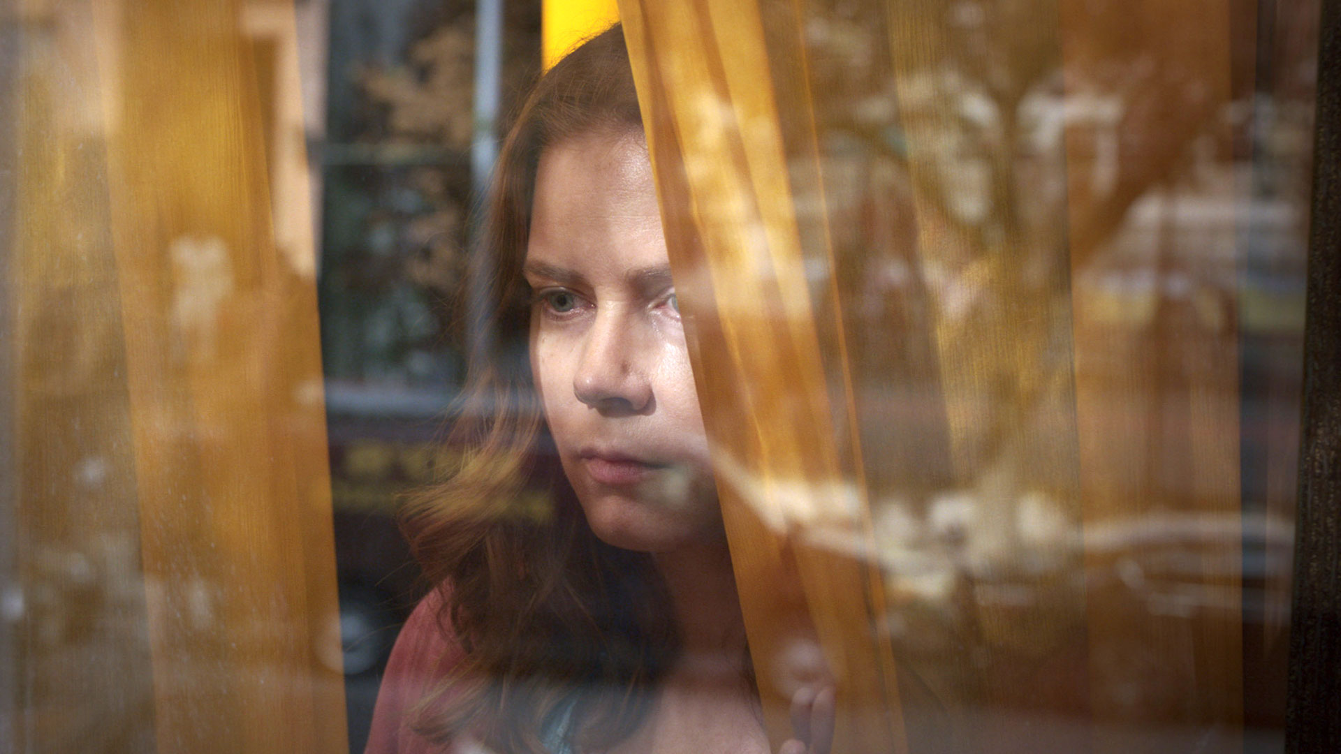 حرکت در مرز حقیقت و دروغ / «زنی پشت پنجره»؛ داستان زنی که بر ترسهایش غلبه کرد